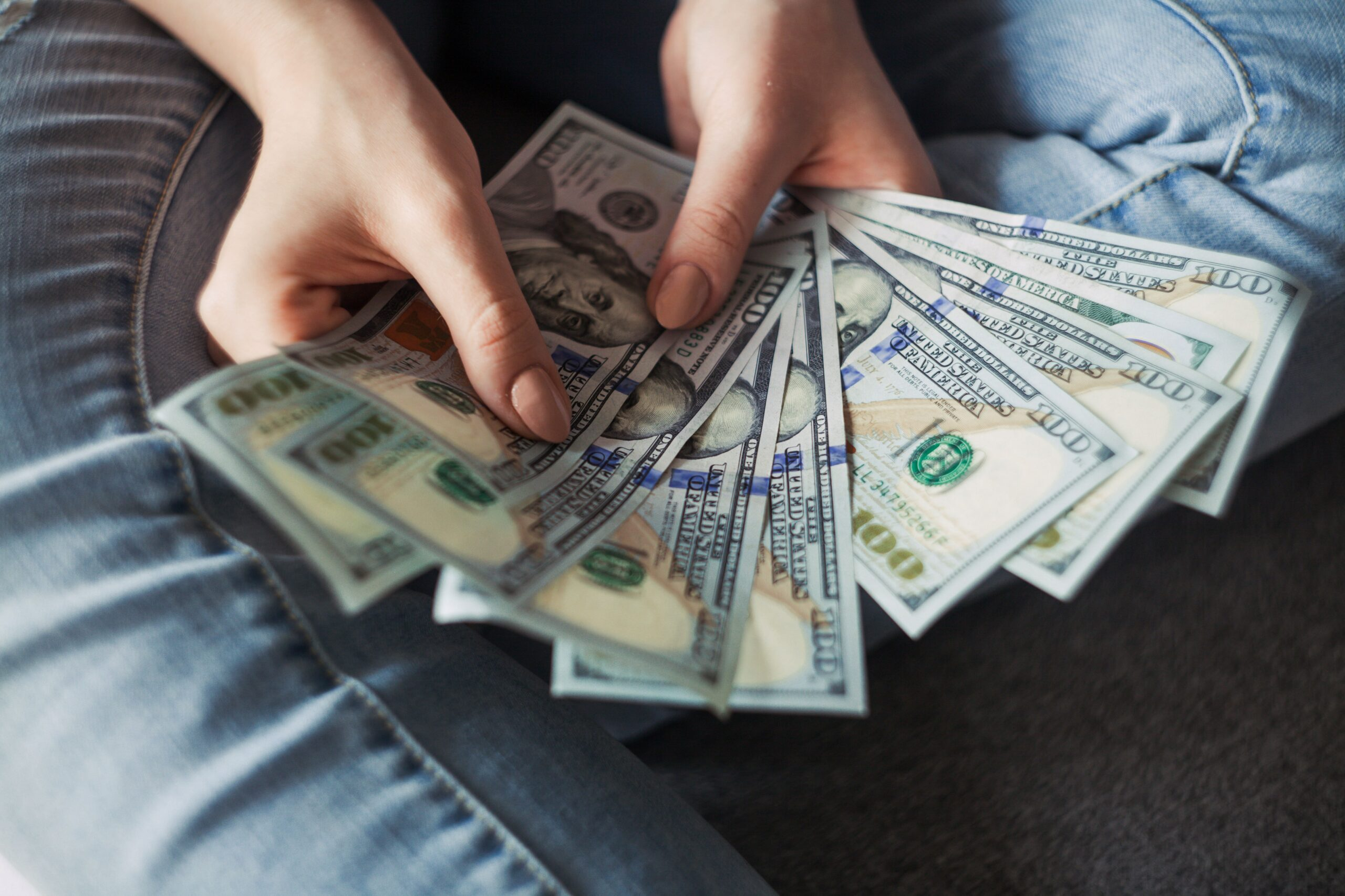 Online Jobs For College Students: 17 Best Ways To Make Money While In College